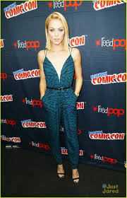new york for thanksgiving 2014 laura vandervoort heads home for thanksgiving after ny comic con