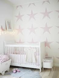 wandgestaltung mädchenzimmer babyzimmer tapeten schaffen eine fröhliche stimmumg im raum