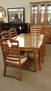 broyhill dining table w 6 chrs delmarva furniture consignment
