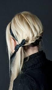 Hochsteckfrisurenen Mittellange Haar Flechten by Haare Flechten Zu Einem Zopf Frisur Ideen Mit Schwarzem Haarband