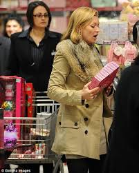 don u0027t look now lila u2026 mummy kate moss is buying your christmas
