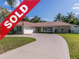 9 se club circle tequesta florida home for sale 33469