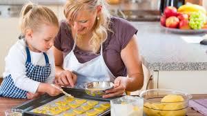 8 avantages de cuisiner avec enfant yoopa ca