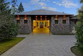 two bedrooms 16 car garage this home is basically a car gallery
