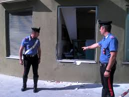rapina in rapina in con un furgone sfondano la stanza direttore