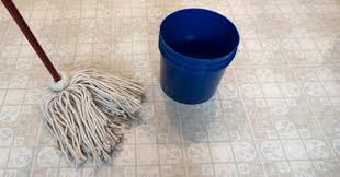what s the best thing to clean kitchen cabinets with how to clean linoleum floors practically spotless
