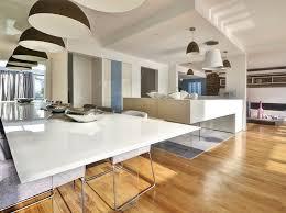 renovation cuisine maison renovation luxe cuisine lago table verre blanc laque parquet