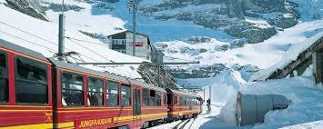 treno cremagliera in svizzera tra monti cascate e trenini a cremagliera