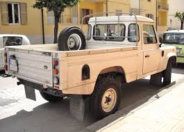 land rover 110 truck file land rover defender pick up jpg wikimedia commons