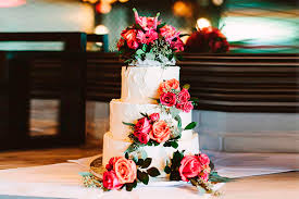fabulous wedding cakes with flowers everafterguide