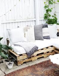 canap en palette de bois canape en palette bois fashion designs avec interieur idees et