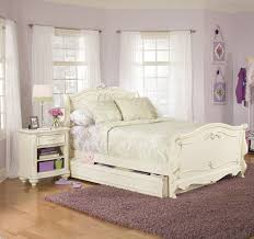 Bedroom Design Ideas With Bay Windows Classy Vintage Bedroom Decor With White Walls Also Bay Windows