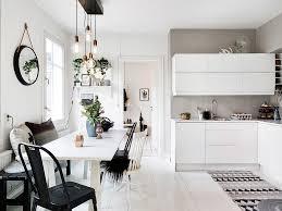 cuisine au feminin home tour un appartement suédois plein de caractère au charme