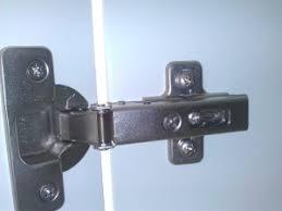 penture porte armoire cuisine bricolage comment régler la charnière d une porte de placard