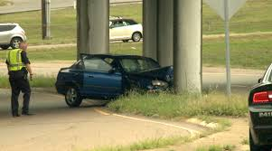 car crashes into bypass support beam on hollywood drive wbbj tv