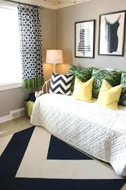 futon ideas futon for guest bedroom best futon ideas ideas on futon bedroom
