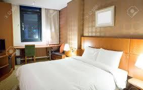 chambre d hotel moderne intérieur de la chambre d hôtel moderne et confortable banque d
