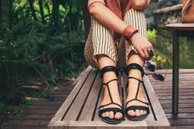 the best sandals for your feet according to podiatrists