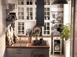 cuisine carré ilot central carré pour petites cuisines studio flat ideas
