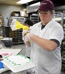 Cake Decorators Cake Decorators At Gerrity U0027s Supermarkets Learn Tricks Of The