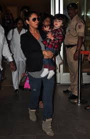 shah rukh gauri share a good laugh with son abram on way back