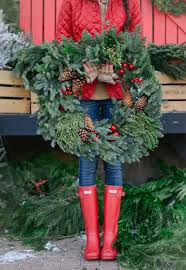 Brylane Home Christmas Decorations 10 Front Door Christmas Wreaths You Can Buy Right Now Or Diy