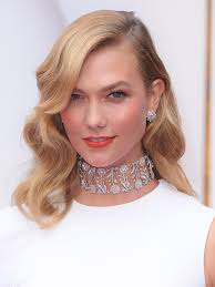 karlie kloss hair color photos karlie kloss s hair at oscars old hollywood waves