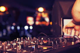 wedding dj hiring a wedding dj articles easy weddings