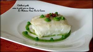cuisiner dos de cabillaud poele dos de cabillaud poêlé crème velours de petit pois au chorizo