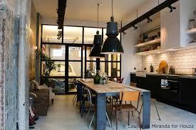 cuisine dans loft loft dans un ancien garage à amsterdam loft studio interiors and