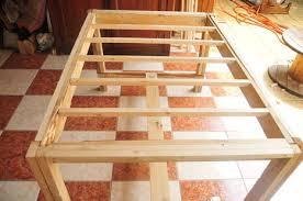 table de cuisine en palette poubelle d atelier en bois de palettes palett