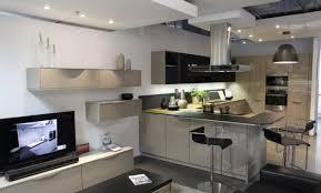 cuisine bordeaux mat meuble cuisine noir mat luxe cuisine gris anthracite 56 idées pour