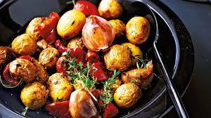 comment cuisiner les pommes de terre grenaille recette de cocotte de pommes de terre grenailles ail et tomates