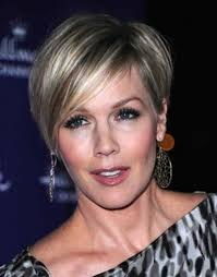 21 short hairstyles for older women to try this year feed