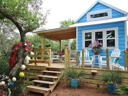 pictures of small houses 12 tiny houses with amazing outdoor spaces remodelingguy net