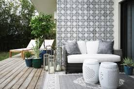 Indoor Patio Designs by Get The Look A Stylish Indoor Outdoor Patio Decorating Lonny