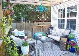 outdoor livingroom updates to a flower filled outdoor living room