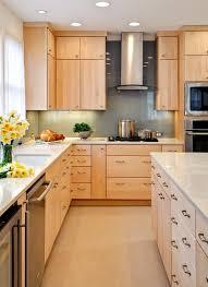 what backsplash goes with light wood cabinets lovely kitchen backsplash ideas with maple cabinets birch