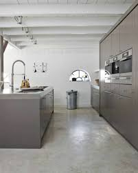 sol cuisine béton ciré une cuisine moderne avec sol en leroy merlin beton ciré plafond