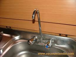 rubinetto lavandino cucina riparazioni sostituzione miscelatore lavello cucina contenuti