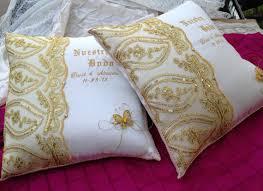 wedding kneeling pillows personalized wedding kneeling pillow set 2 set de cojines