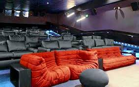 livingroom theatres theaters try to compete with living rooms scanners roger ebert