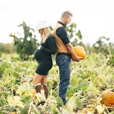 pumpkin patch maternity best 25 pumpkin pregnancy announcement ideas on