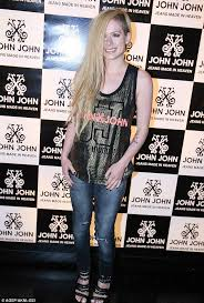 avril lavigne puts kitty video backlash brazil