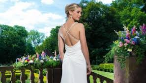 14 beautiful wedding dresses ideal for a destination wedding