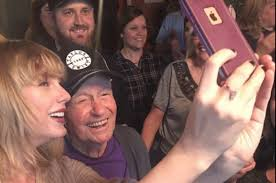 taylor swift gave this 96 year old veteran a surprise christmas