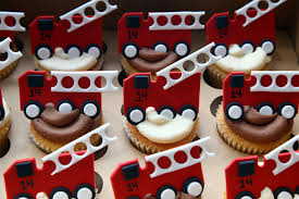 firetruck cakes truck cupcakes 2 0 the 14 represents the fdny s engin flickr