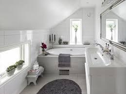 badezimmer weiß badezimmer dachschräge weiß grau gestaltung badideen