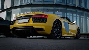 yellow rolls royce išskirtinių automobilių suvažiavime vilniuje u201erolls royce