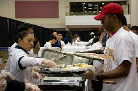feed the homeless on thanksgiving file u s army sgt 1st class rose artis left serves mashed